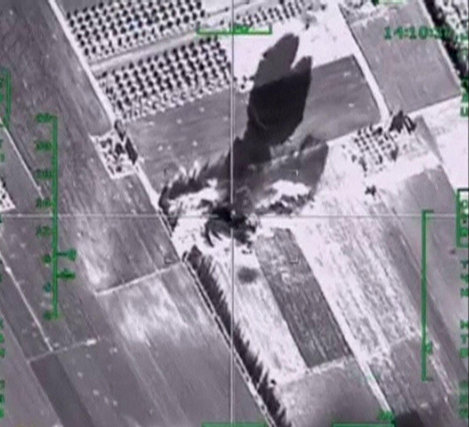 EINMALIGE VERWENDUNG Russischer Luftangriff/