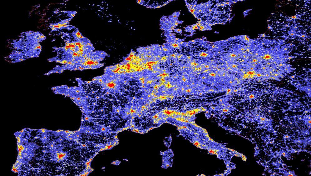 Helle Nächte: Lichtkuppeln über Metropolen