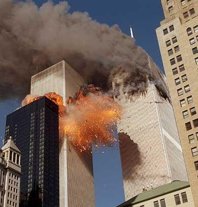 Die zweite entführte Maschine kracht in den Südturm des WTC