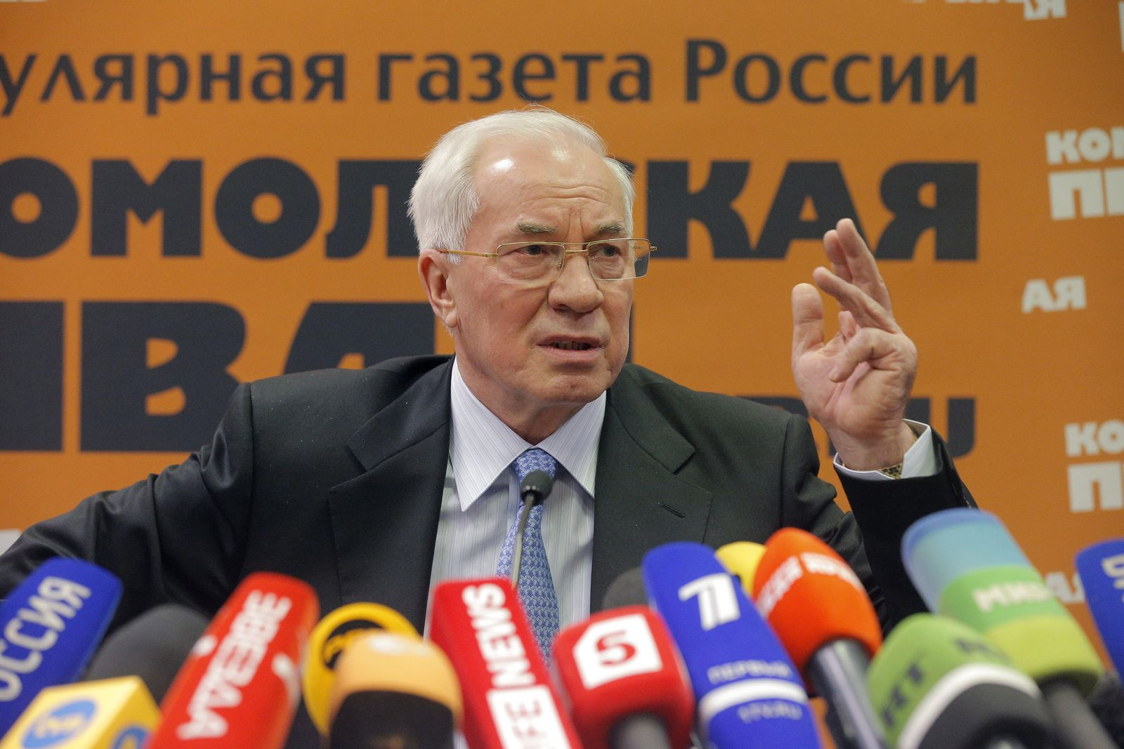 Ex-Ukrainian Prime Minister Mykola Azarov gives a press conferenc