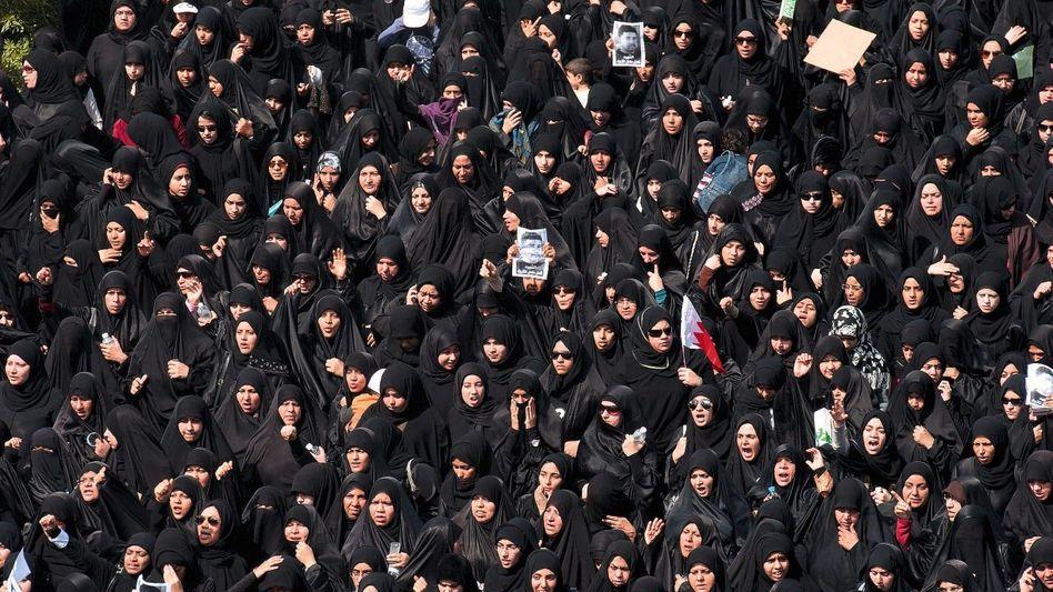 Trauerzug schiitischer Frauen in Manama