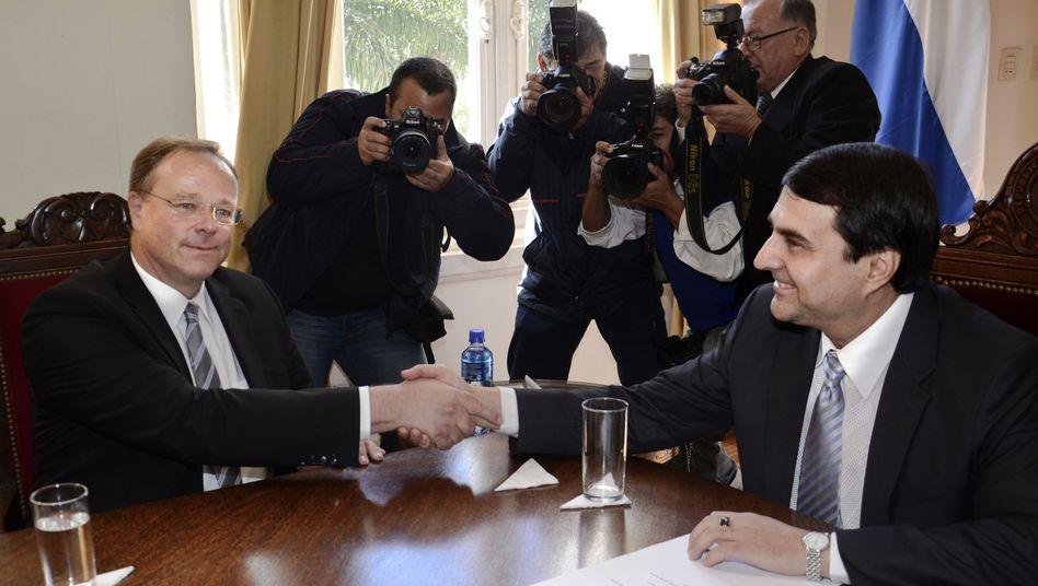 Minister Niebel mit dem neuen Präsidenten Paraguays, Franco: Alle in bester Ordnung?