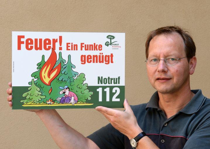 Der gelernte Förster Raimund Engel (51) hat das Frühwarnsystem in Brandenburg mit aufgebaut. Seit 2010 ist er Waldbrandschutz-Beauftragter des Landes.