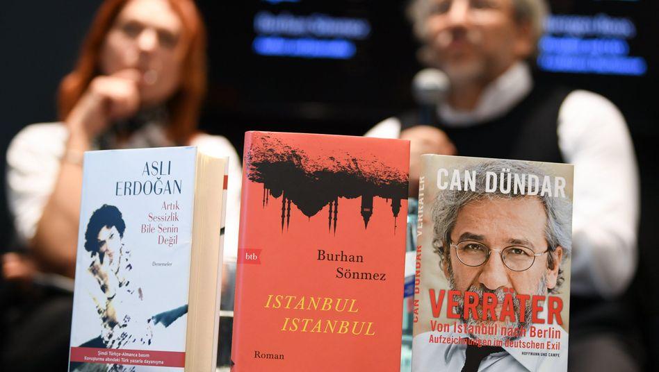 Diskussion über türkische Autoren im Exil auf der Buchmesse