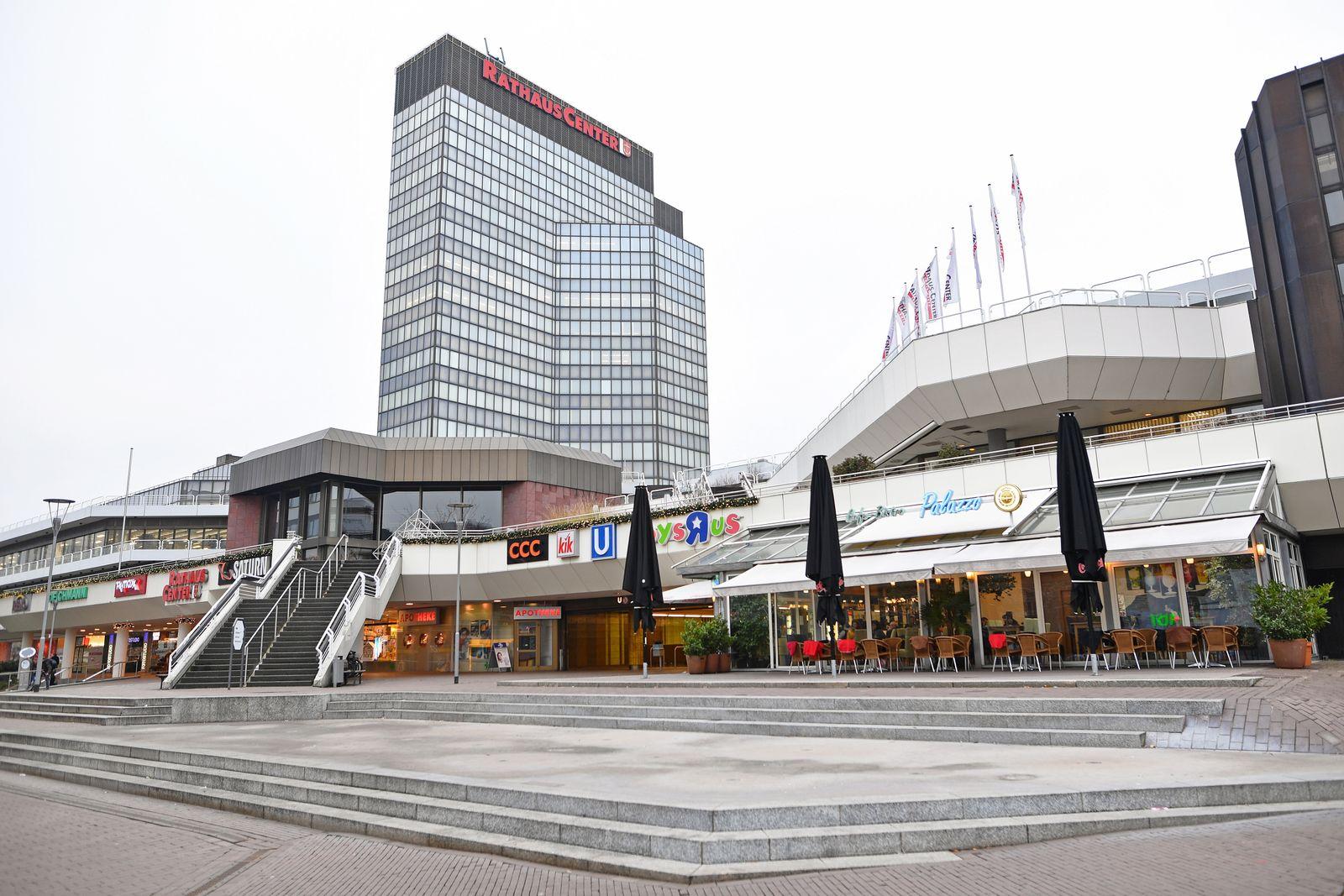 EINMALIGE VERWENDUNG Ludwigshafen/ Rheinland Pfalz/ Rathaus Center/ Einkaufszentrum