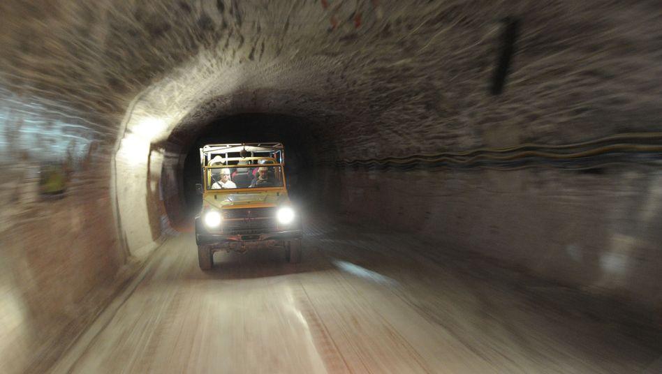 Fahrzeug im Erkundungsbergwerk Gorleben: Baustopp ja, Endlager vielleicht