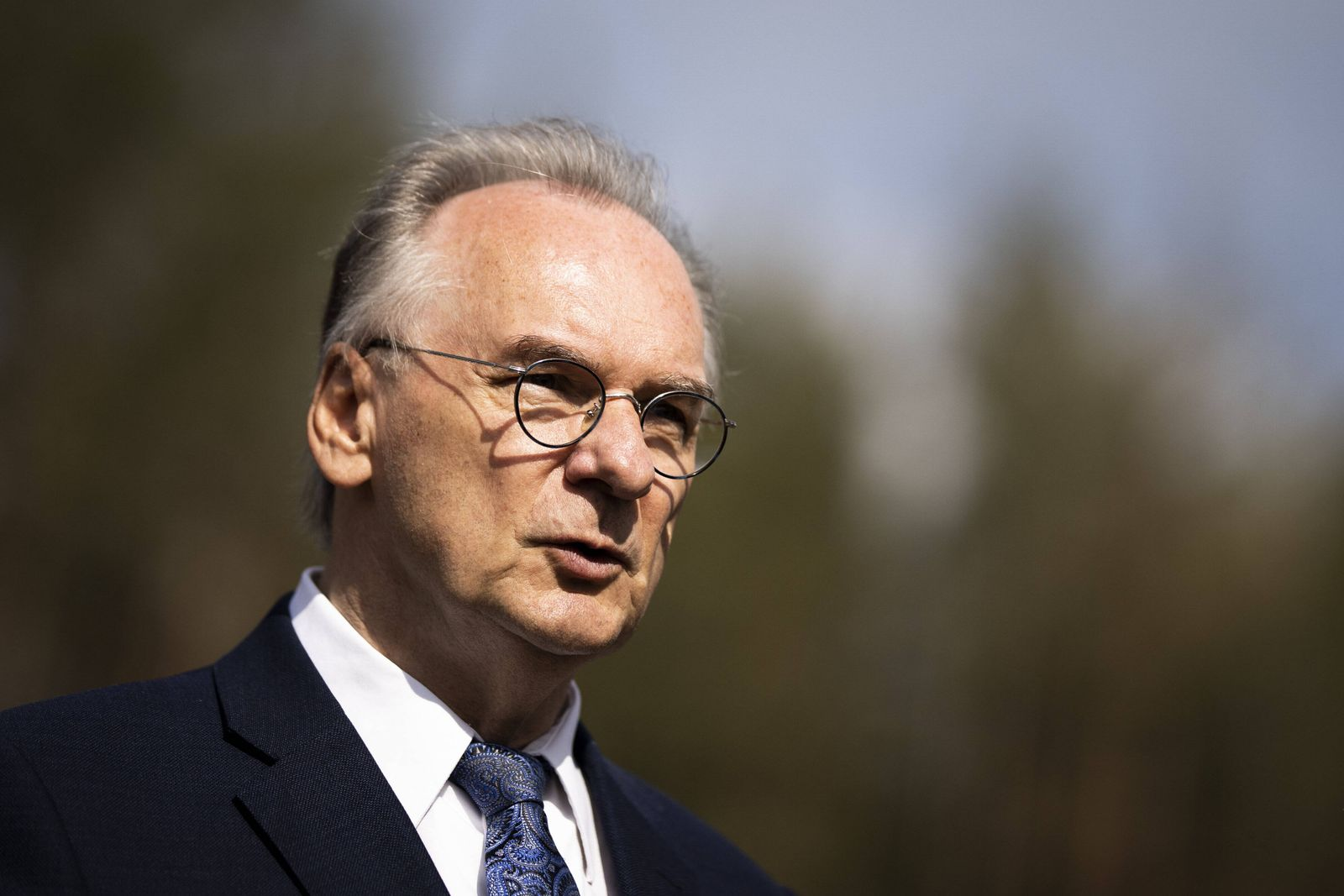 Reiner Haseloff, CDU, Ministerpraesident von Sachsen-Anhalt, aufgenommen im Rahmen der Besichtigung einer Aufforstungsf