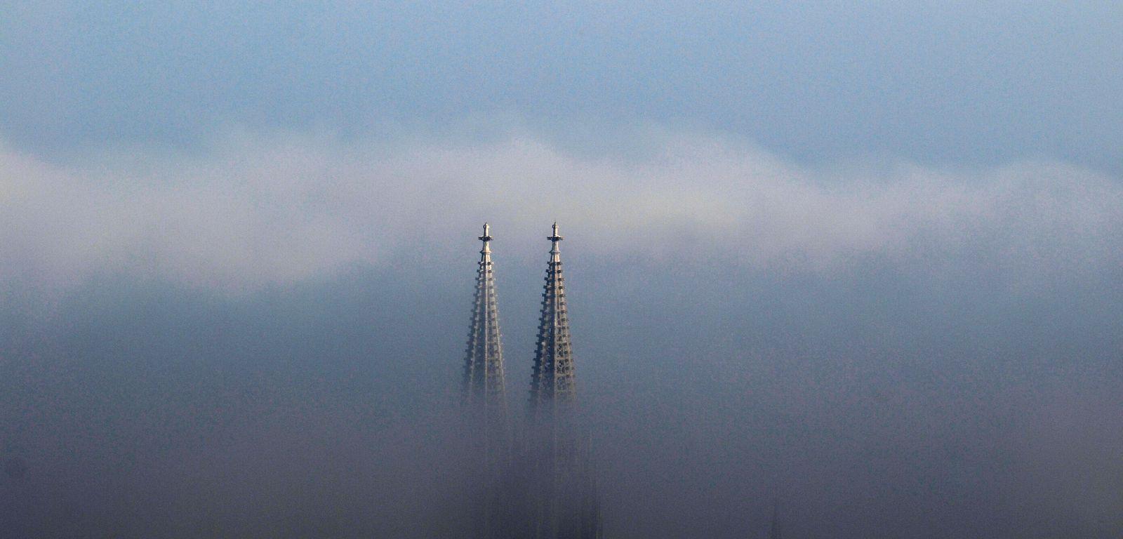 Regensburger Dom im Nebel