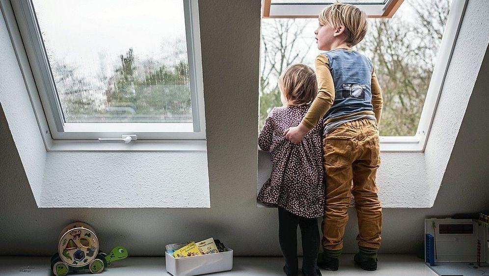 Die Welt da draußen: Wenn Kinder Geschwister haben oder mit einem Nachbarskind spielen können, kommen sie besser durch die Coronazeit