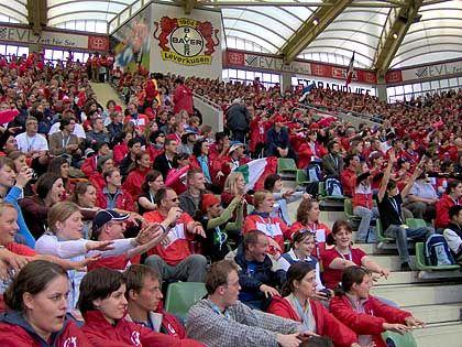 Gottesdienst im Stadion (in Leverkusen): 16.000 Helfer stimmen sich ein
