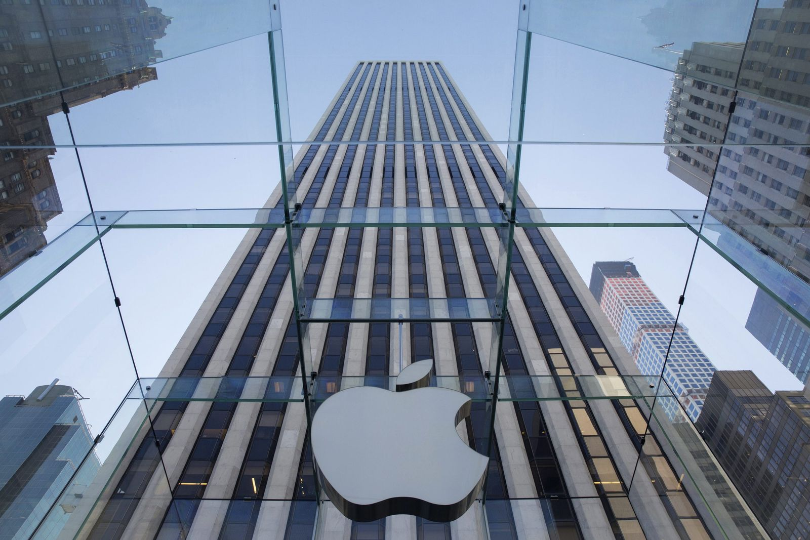 Fans line up outside flagship Apple Store ahead of iPhone 6 launc
