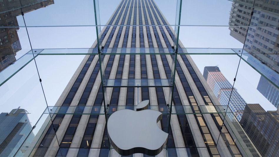 Apple-Logo in New York: Angeblich gibt es ab Dienstag Armbanduhren mit NFC-Funktechnik