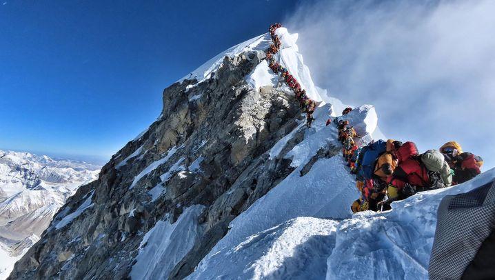 Hochsaison am Mount Everest: Warteschlange am Gipfel