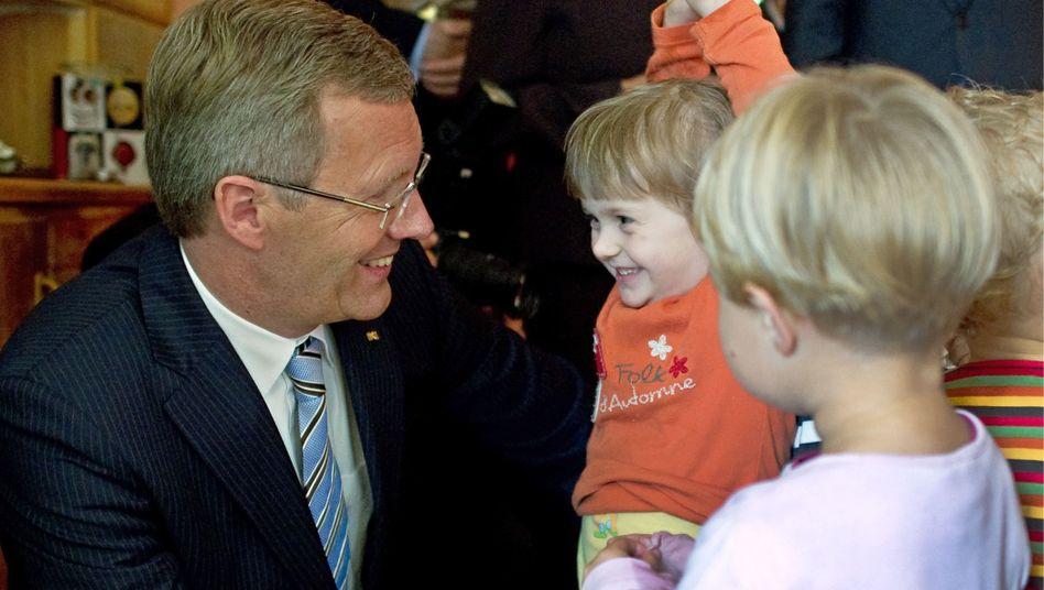 Bundespräsident Wulff zu Besuch in einem sächsischen Kinderhaus: Sohn auf Warteliste
