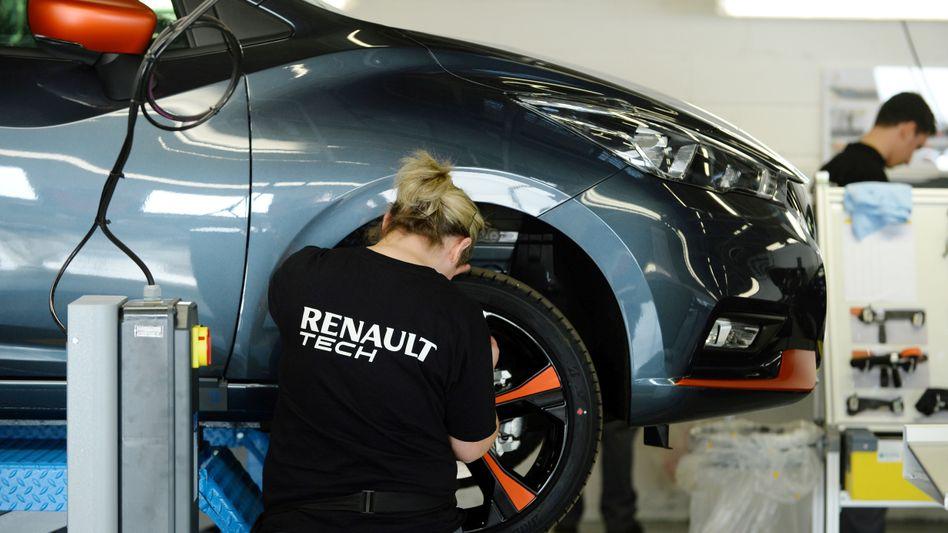 Renault-Mitarbeiterin bei einem Workshop im Werk Flins (Symbolbild)