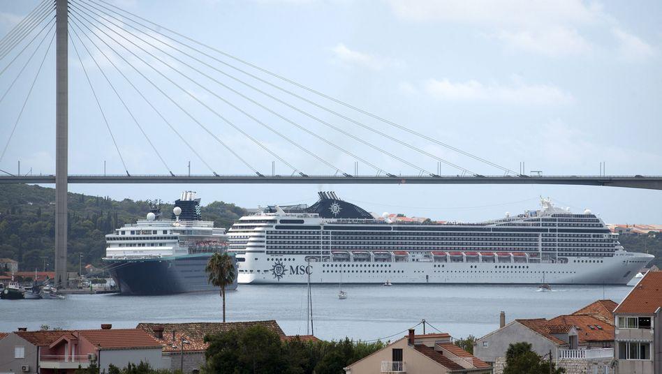 Kreuzfahrtschiffe vor Dubrovnik