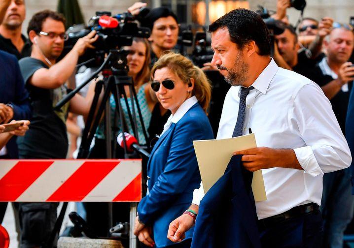 Matteo Salvini (rechts)