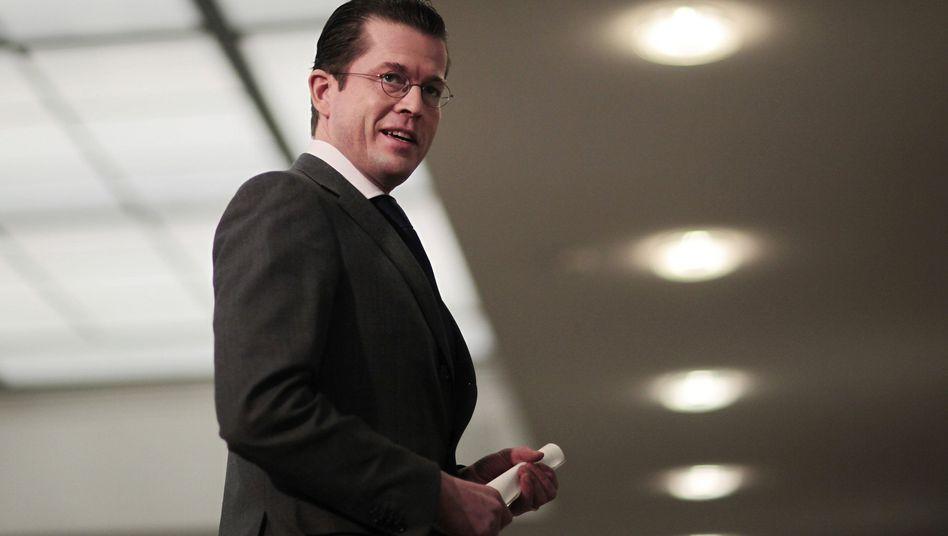 Verteidigungsminister Guttenberg: Kritik ohne Widerhall