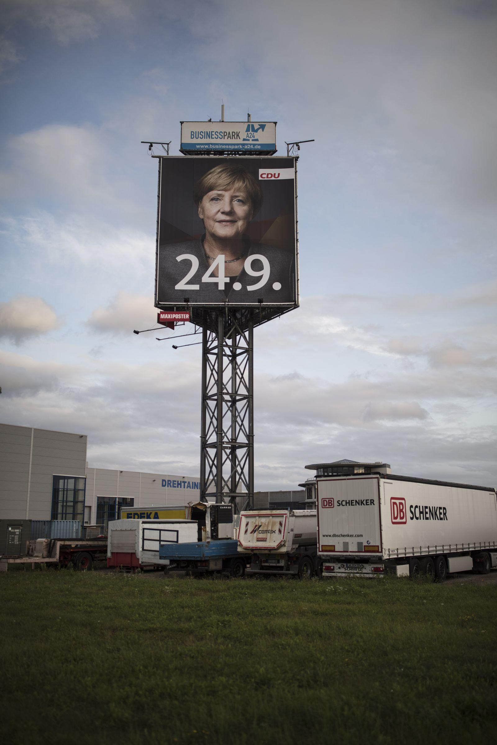 EINMALIGE VERWENDUNG SPIN SPIEGEL 37/2017Angela Merkel XXL Plakat