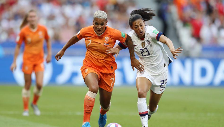 Finales Laufduell: van de Sanden (links) im Zweikampf mit der US-Amerikanerin Christen Press im Endspiel der WM 2019