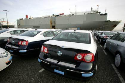 VW-Autos stehen zur Verladung bereit: Es geht um die Senkung der absoluten Kosten