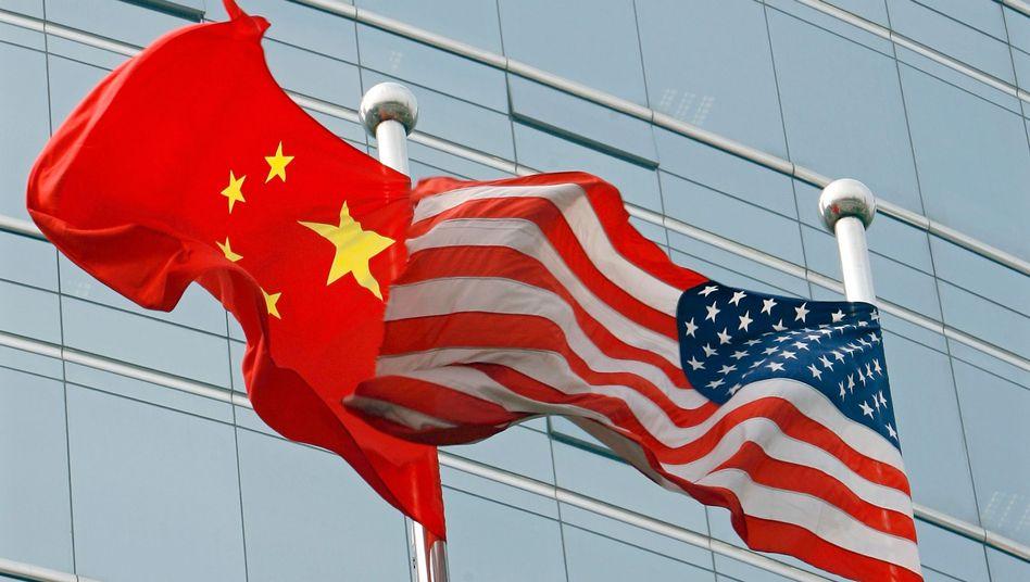 """Flaggen in Peking: """"Kurzsichtiges politische Gezerre"""""""