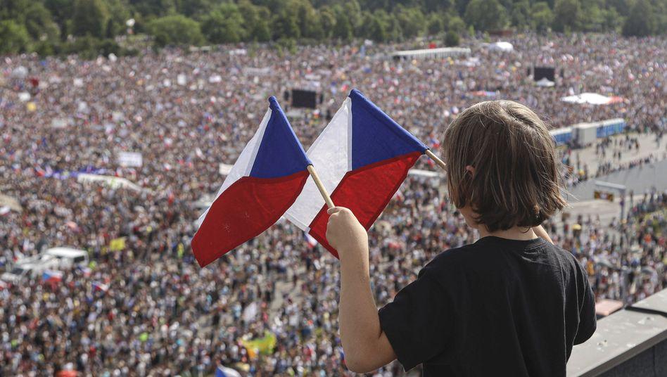 Zehntausende Demonstranten in Prag