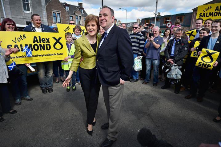 Seite an Seite für die Unabhängigkeit und die SNP: Sturgeon und Salmond im April 2015