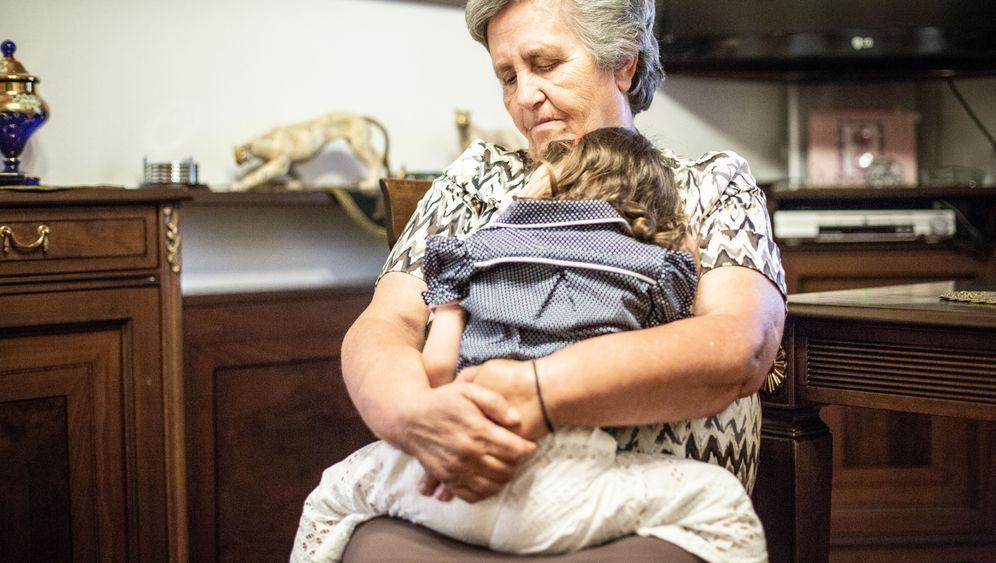 Anastasia Ontou, 70, hat als Leihmutter ihre Enkelin ausgetragen
