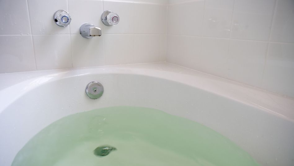 Badewanne: Stöpsel raus, Wasserhahn auf