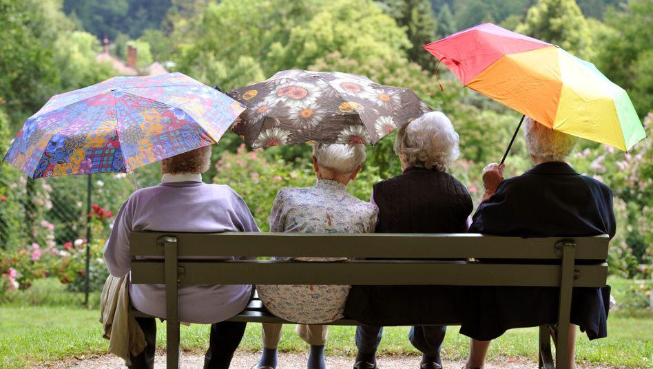 Seniorinnen in Baden-Baden (Archiv): Die Methusalem-Hochburg im Süden