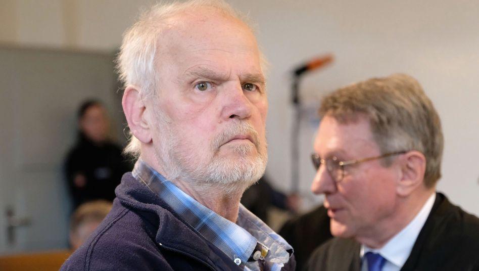 Hans von Möhlmann mit seinem Anwalt Wolfram Schädler
