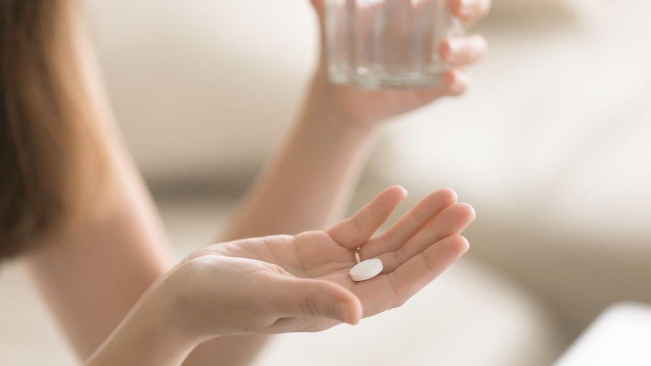 Ohne ärztlichen Rat sollten Schmerzmittel längstens drei Tage hintereinander und höchstens zehn Tage im Monat eingenommen werden