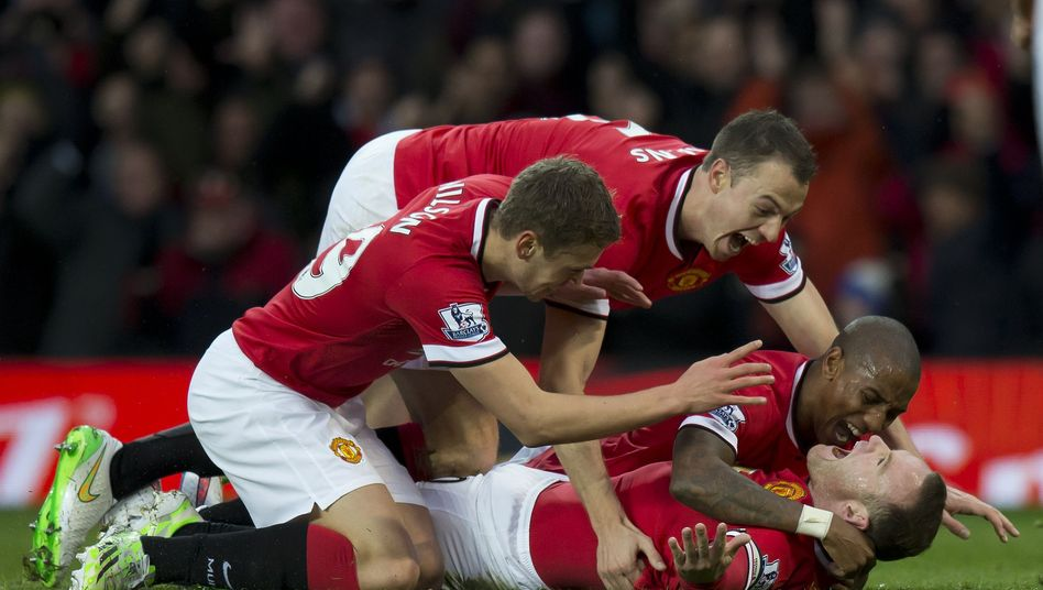 Torschütze Rooney (unten): Treffer für ManUnited gegen den FC Liverpool