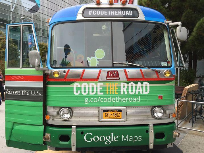 In diesem Bus sollen Programmierer lernen, Google Maps besser zu nutzen