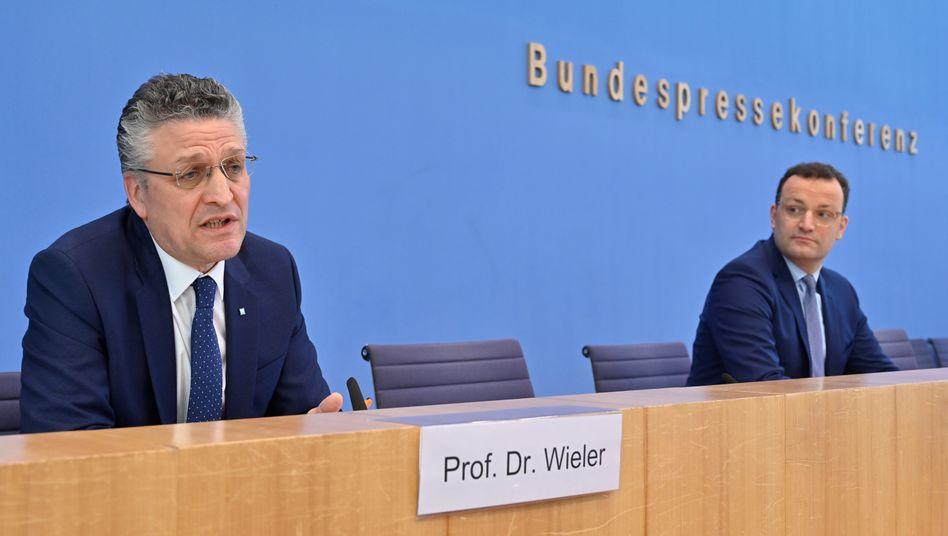 RKI-Präsident Wieler, Gesundheitsminister Spahn (bei einer Pressekonferenz am 17. April)