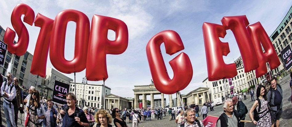 Demonstration gegen das Ceta-Abkommen in Berlin im Juni: »Die negativen Folgen wären unumkehrbar«