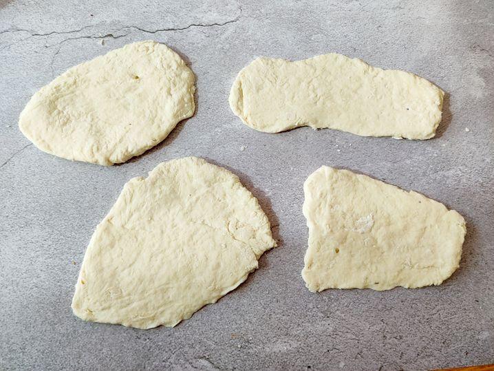 Die Brote müssen nicht perfekt aussehen, nur etwa gleich hoch sein