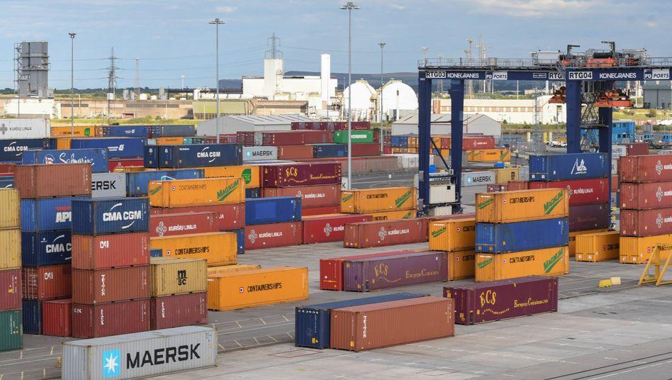 Container im Hafen: Minus 29,7 Prozent