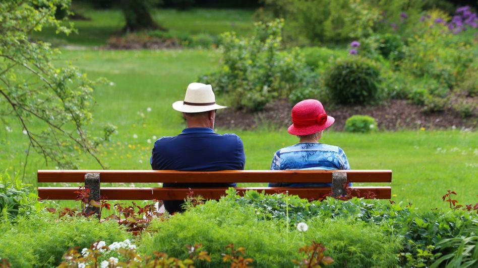 Senioren im Park: Die Reserven der gesetzlichen Rentenversicherung sind bald aufgezehrt