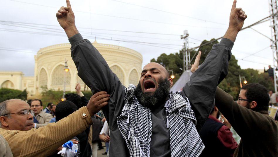 """Mursi-Anhänger vor dem Präsidentenpalast: """"Tief beunruhigt"""""""