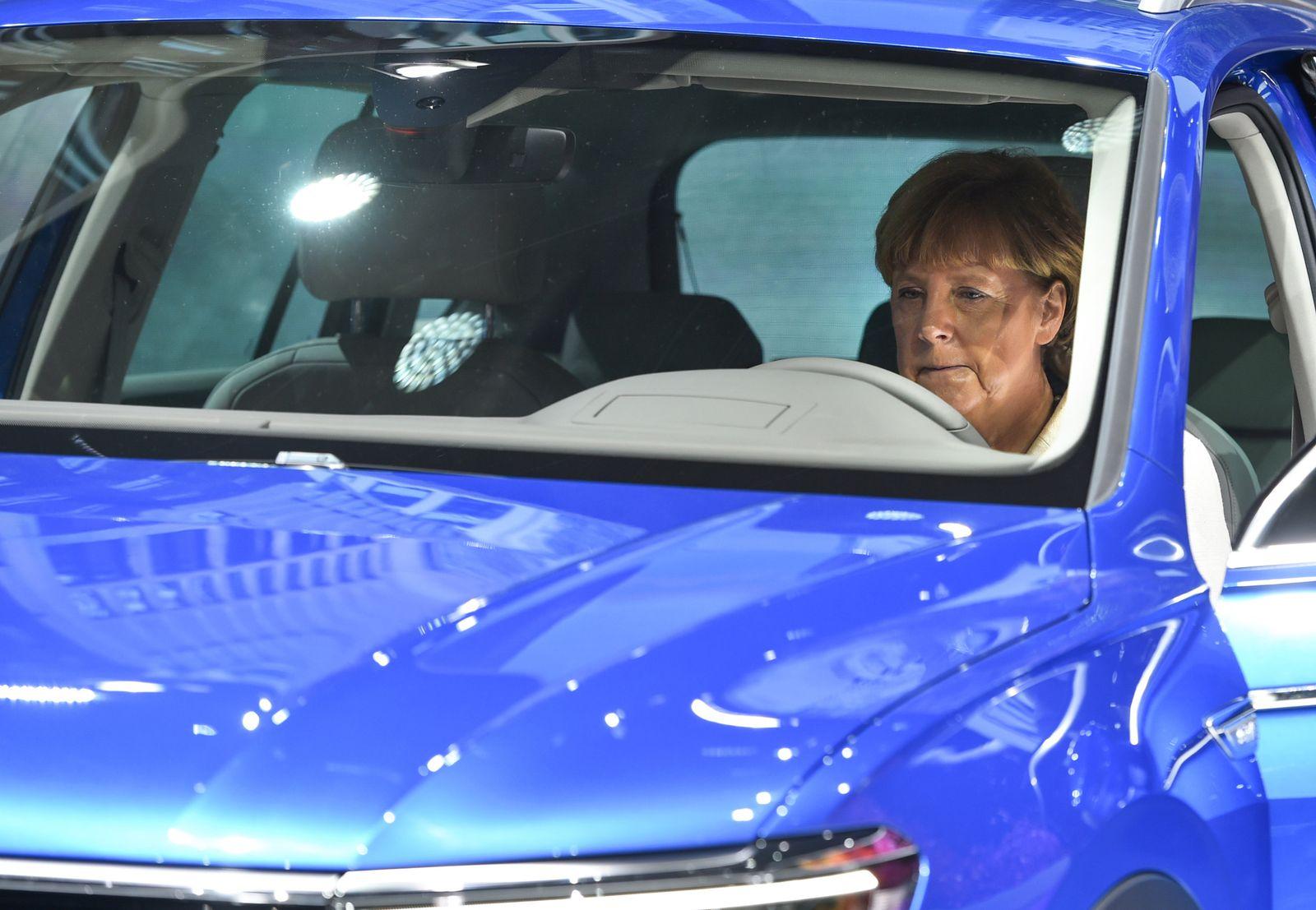 Angela Merkel bei der IAA
