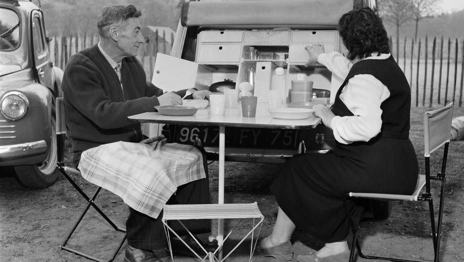 Französisches Picknick (1958): Schier unerschöpfliches Feinkost-Angebot
