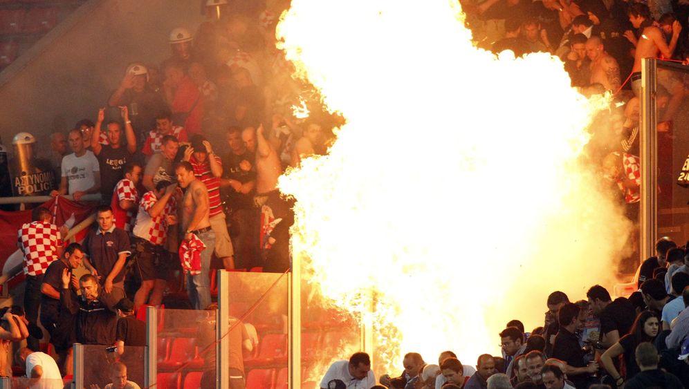 Randale in Griechenland: Hooligans zünden Molotow-Cocktails im Stadion