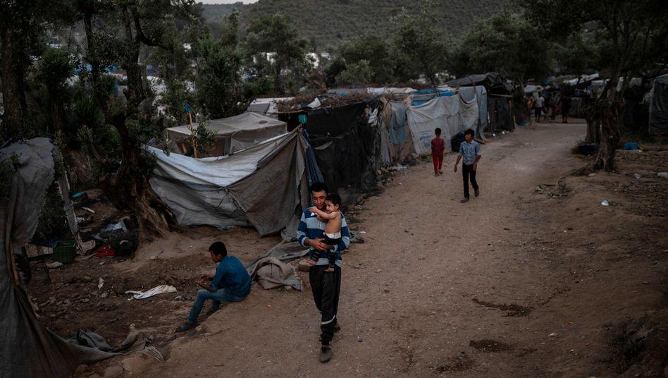 Übergangslager auf Lesbos: Mehr als 33.000 Menschen lebten Ende Juni in Auffanglagern