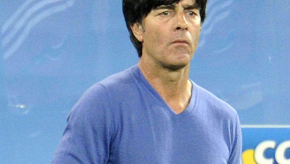"""Bundestrainer Löw trägt blau: """"Etwas Widersprechendes von Reiz und Ruhe im Anblick"""""""