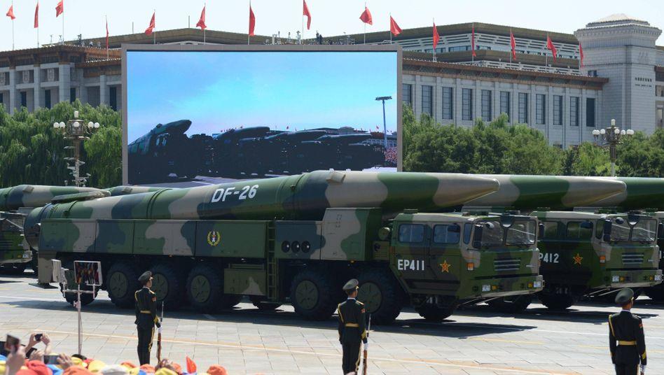 """Ballistische Mittelstreckenrakete """"Dongfeng"""" bei einer Parade in Peking (2015)"""