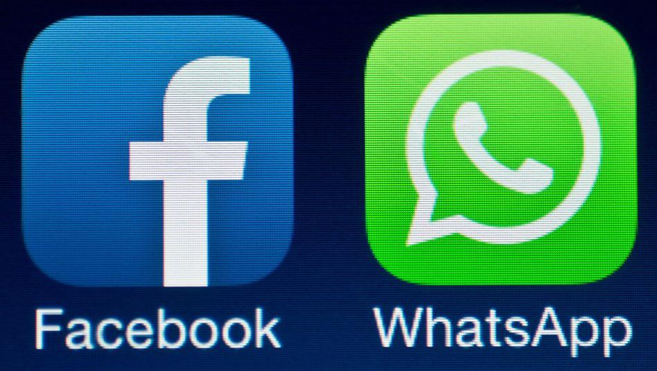 Logos von Facebook und WhatsApp auf einem Smartphone