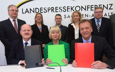 Unterzeichnung des schwarz-rot-grünen Koalitionsvertrags in Magdeburg, April 2016