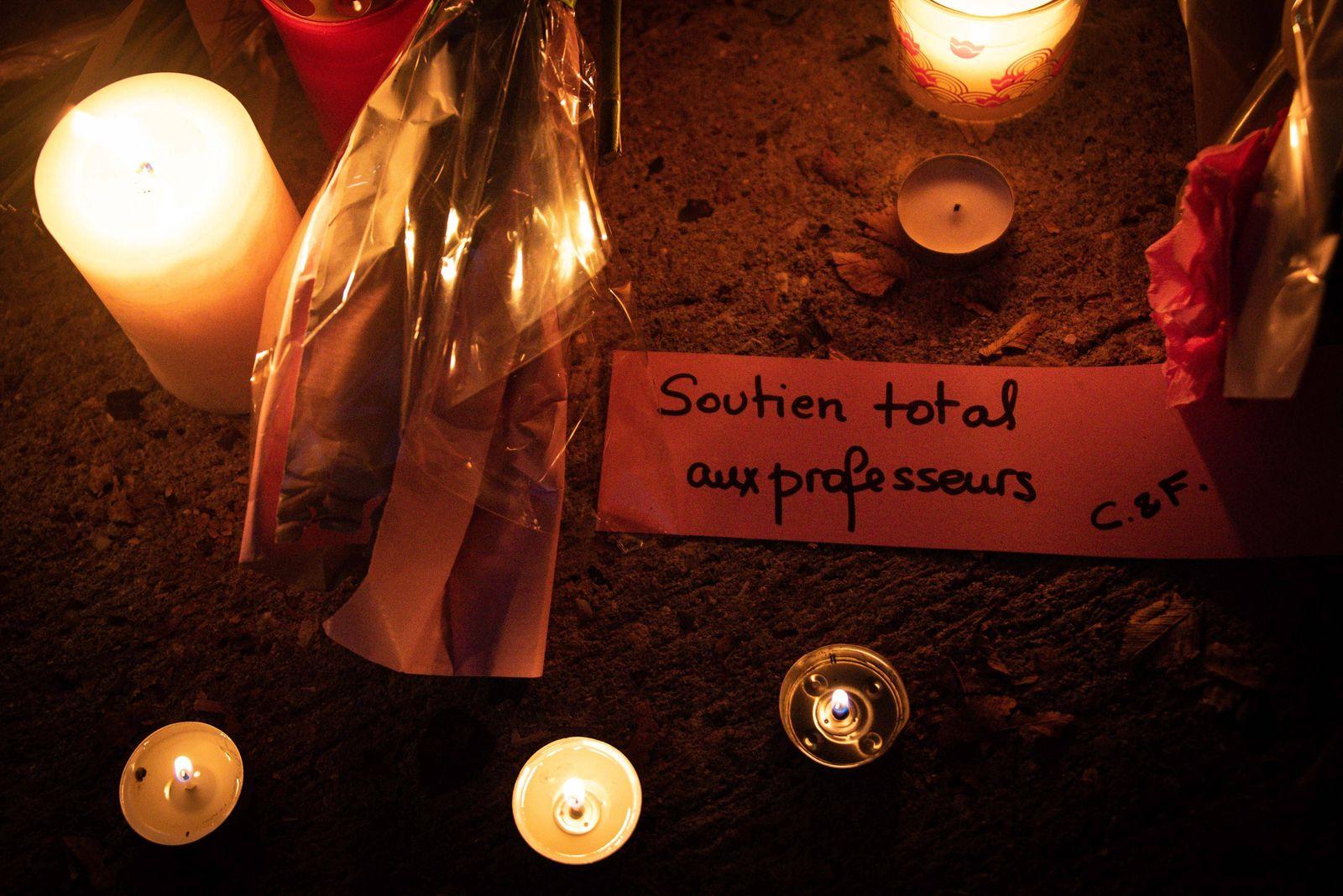 Hommage au professeur victime d un attentat a Conflans Sainte Honorine - Ambiance NEWS : Hommage au professeur victime